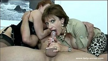 Молодая дрочит свою половую щелочку, любительское порева