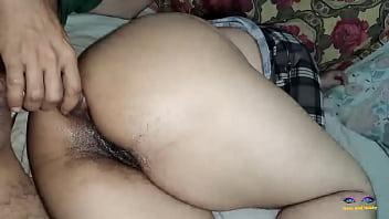 Пожилая массажистка не стесняется снимать одежду и онанирует ножками пенис клиента