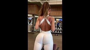 Русская девушка подрочила пенис приятеля прядями перед вебкамерой