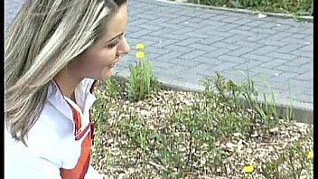 Русская гимнастка занимается трахом в тренажерном зале