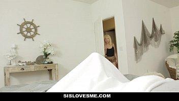 Муж выставил в позе раком супругу с твердый попкой и трахнул ее в презервативе огромным планом