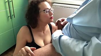 Анально-вагинальная дырка телки привыкает к хую молодчика и это доставляет ей утеха