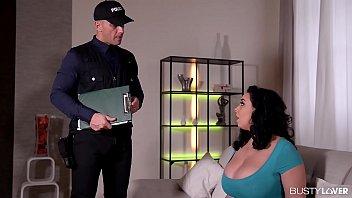 Кристал мейден показывает обнаженную вульву на порно отборе и занимается мастурбацией